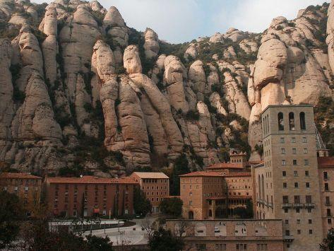 1200px-MontserratMonastery01.jpg