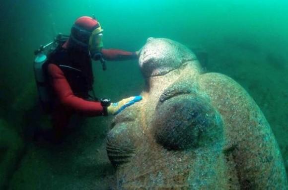 klp4a-underwater-statues4-580x383.jpg